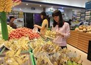 Xăng giảm, hàng tiêu dùng vẫn 'án binh bất động'