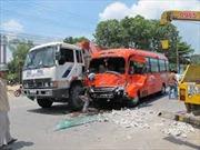 Xe khách va chạm xe tải, 1 người chết