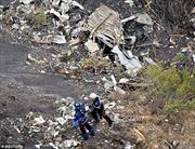 Vụ máy bay rơi ở Pháp: Phi công bị 'nhốt' ngoài buồng lái