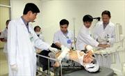 Bộ trưởng Bộ Y tế thăm hỏi các nạn nhân vụ sập giàn giáo