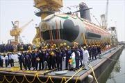 Ấn Độ hạ thủy tàu ngầm Scorpene đầu tiên