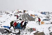 Kinh hoàng cảnh lở tuyết do động đất Nepal