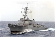 Tàu chiến Mỹ cùng tàu thương mại qua eo biển Hormuz