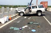 Xe đầu kéo đâm xe 7 chỗ, 4 người bị thương