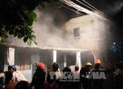 Khống chế vụ cháy lớn trong khu dân cư