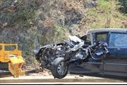 Xe 7 chỗ đâm thẳng xe đầu kéo, một người nước ngoài chết tại chỗ