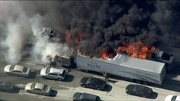 Cháy rừng lan ra cao tốc Mỹ thiêu rụi 20 xe ô tô
