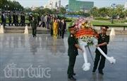 Viếng liệt sĩ Quân tình nguyện Việt Nam tại Campuchia