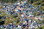 Pháp thuê máy bay đưa người nhập cư tới trung tâm tạm giữ
