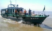 Thời tiết xấu, cứu hộ tàu chìm trên sông Soài Rạp gặp khó khăn
