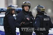 Pháp cho phép cảnh sát mang vũ khí ngoài giờ làm việc