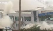 """Video lở đất kinh hoàng """"nuốt trọn"""" hơn 30 tòa nhà cao tầng"""