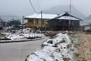 Băng tuyết gây ách tắc giao thông đường đèo Cao Phạ