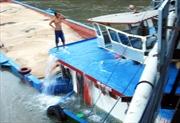 Sà lan chìm sau khi đâm vào cầu Rạch Đĩa 1