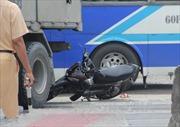Xe tải lấn làn đâm chết lái xe máy chạy ngược chiều