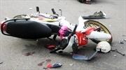 Va chạm xe máy chết người, hai thanh niên bỏ trốn