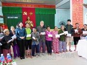 Phó Chủ tịch nước Đặng Thị Ngọc Thịnh thăm người dân vùng lũ Quảng Ngãi