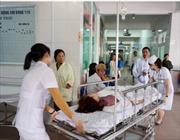 Lấy mẫu thức ăn sau vụ 50 công nhân bị ngộ độc ở Nghệ An