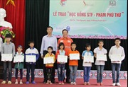 Thái Nguyên: Trao học bổng Phạm Phú Thứ cho học sinh nghèo của huyện Đại Từ
