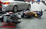 Xe Camry chạy lùi gây tai nạn liên hoàn trên phố