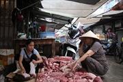 Hải Phòng: Truy bắt 2 đối tượng hắt chất bẩn vào quầy thịt lợn giá rẻ
