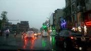 Hà Nội đón 'cơn mưa vàng' giải nhiệt, nhiều con ngõ ngập nước