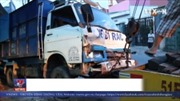 Xe container húc xe rác văng vào nhà dân, 2 người bị thương