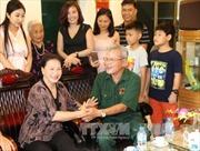 Chủ tịch Quốc hội thăm và tặng quà gia đình chính sách tỉnh Hải Dương