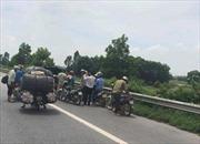 Đinh tặc lộng hành trên Quốc lộ 1A , cả trăm phương tiện giao thông bị thủng lốp giữa đường