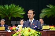 Trưởng ban Tuyên giáo Trung ương trao học bổng cho học sinh nghèo vượt khó