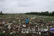 Rác thải dày gần 1m, 'bức tử' sông Đình Đào, Hải Dương