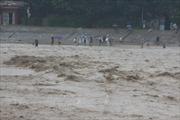 Hỗ trợ các gia đình bị thiệt hại do mưa lũ 2 tỷ đồng