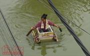 Người dân Chương Mỹ (Hà Nội) vẫn phải vật lộn trong ngập lụt