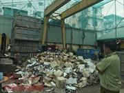 Tiêu huỷ lô hàng mỹ phẩm, thực phẩm nhập lậu trị giá lên đến 18 tỷ đồng