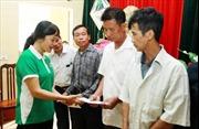 Vinamilk chia sẻ khó khăn với các hộ nghèo bị ảnh hưởng lũ của Hà Nội