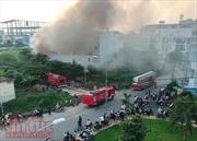 Căn nhà chứa hàng chục bình gas bốc cháy ngùn ngụt