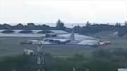 Xem máy bay quân sự Malaysia tóe lửa khi hạ cánh bằng bụng