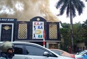 Cháy lớn tại quán Karaoke Lake Side trên đường Nguyễn Hữu Thọ (Hà Nội)