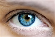 Phát triển công nghệ phẫu thuật biến mắt nâu thành xanh