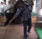 Hành khách tay không diệt rắn 'đại náo' tàu hỏa
