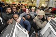 Vì sao ngày mua sắm 'điên cuồng' nhất có tên gọi Black Friday - 'Thứ Sáu đen tối'