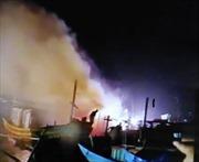 4 tàu cá của ngư dân Quảng Bình bất ngờ bốc cháy