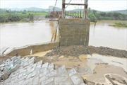 Đắk Lắk: Sập mố cầu treo, gần 1.200 hộ dân bị cô lập
