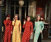 Áo dài phong cách cô ba Sài Gòn 'hot' mùa Tết 2018