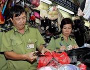 Hàng lậu dồn về chợ Đồng Xuân, Ninh Hiệp rồi tỏa đi miền Trung, miền Nam