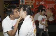 """Thi """"khóa môi"""" trong ngày lễ Tình yêu"""