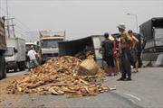 Lật xe tải trên quốc lộ 1A