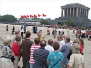 Khách du lịch đến Hà Nội tăng đột biến