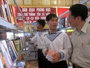 Thông tấn xã Việt Nam tặng tủ sách cho xã đảo Song Tử Tây