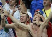 EURO 2012: Mừng chiến thắng, CĐV Nga dùng súng bắn cảnh sát